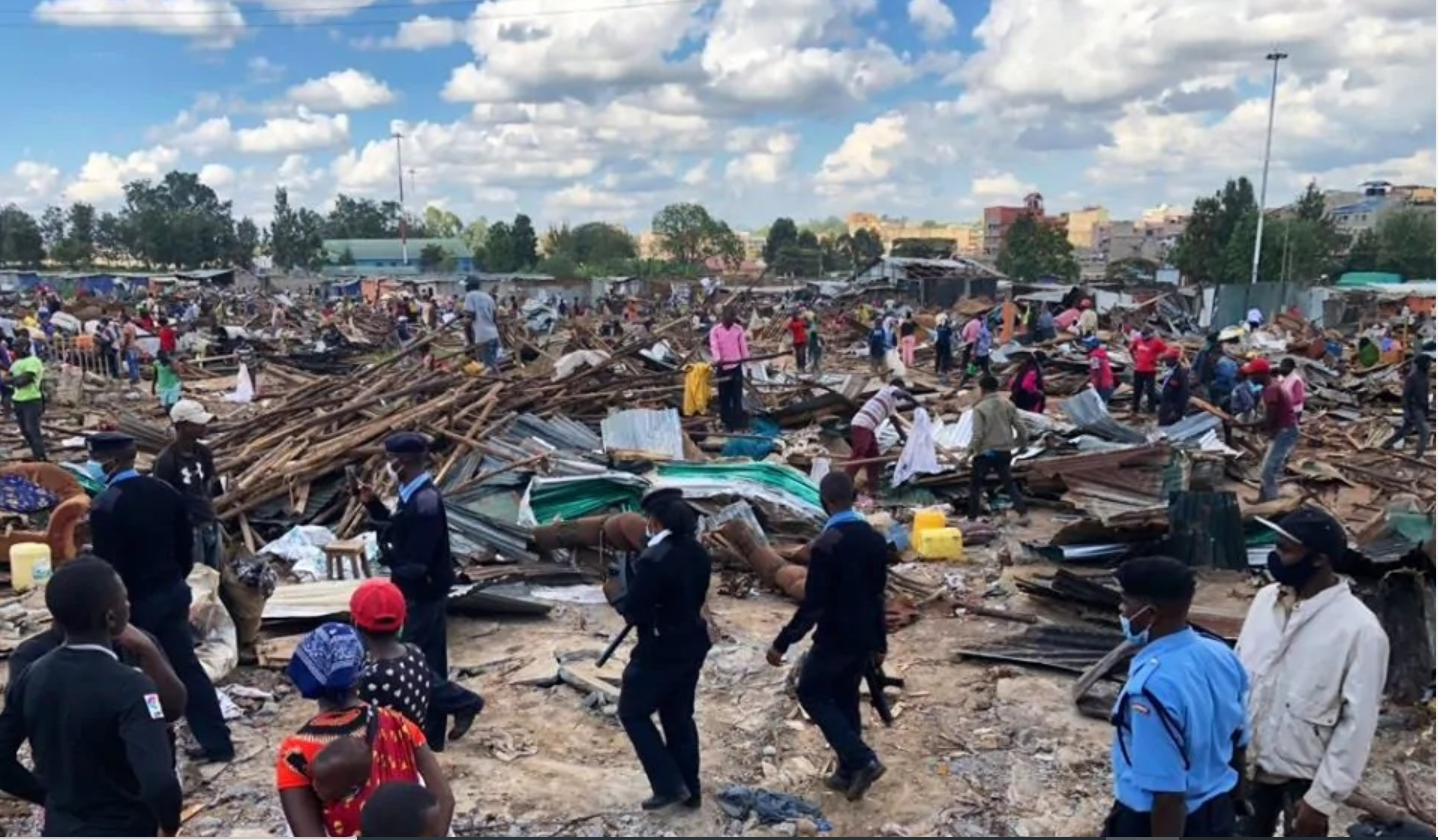 Police and Residents of Kariobangi North Informal settlement (Nairobi, Kenya) looking on at the demolitions (4th May 2020)