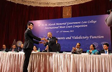 Darren Low Jun Jie awarded best researcher at DM Harish Moot