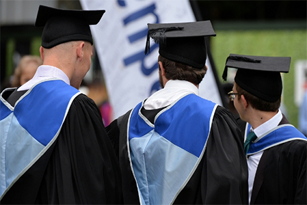 PR - New academic dress for 2014 graduating students - Queen Mary ...