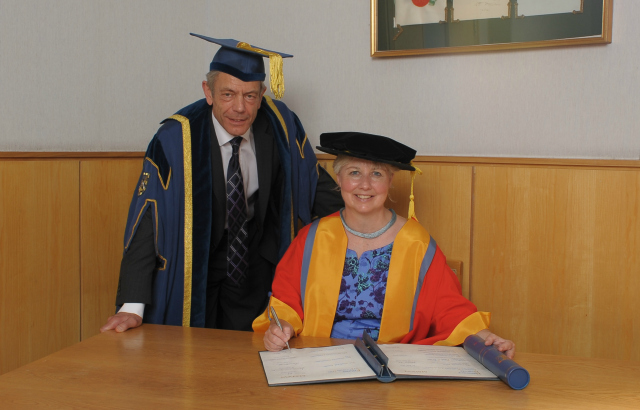 Mrs Heather MacRae receives her fellowship