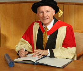 Marcus du Sautoy received an Honorary Doctorate from Queen Mary in 2012
