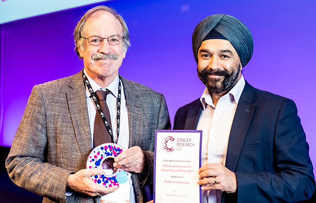 Prof Jack Cuzick receives his award from CRUK's Chief Executive Sir Harpal Kumar CREDIT: Simon Callaghan / www.simoncallaghanphotography.com