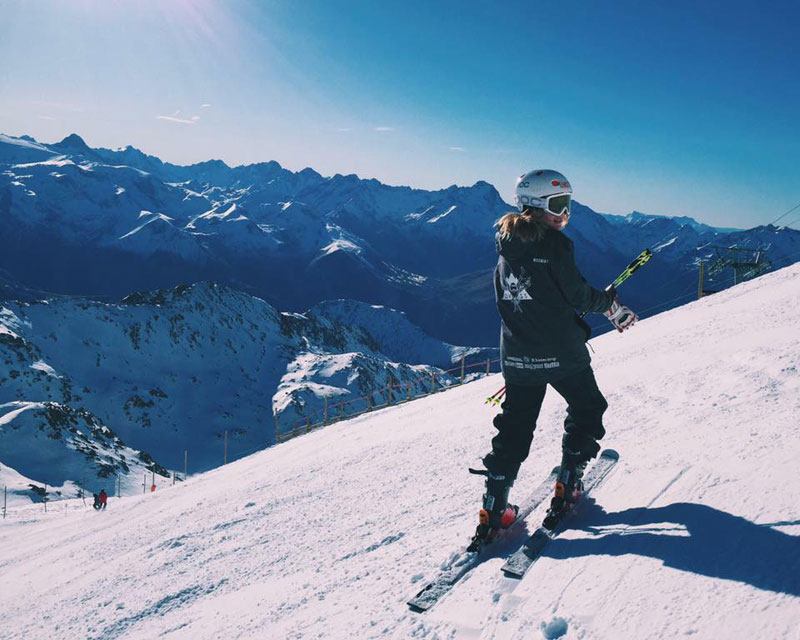 Winter---Queen-Mary-Snowsports-Society-hits-the-slopes-at-Alpe-Dhuez-in-France